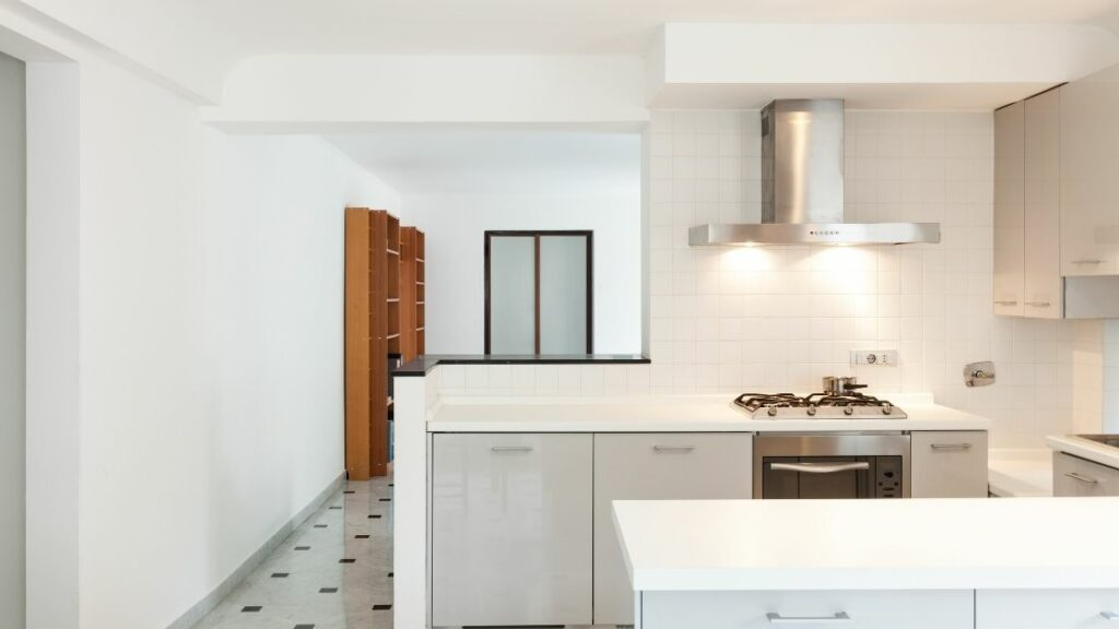 Modern Small Kitchen White Countertop